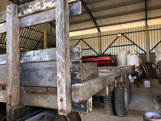 Vende Caroceria pra caregar máquina pesada - Foto 2