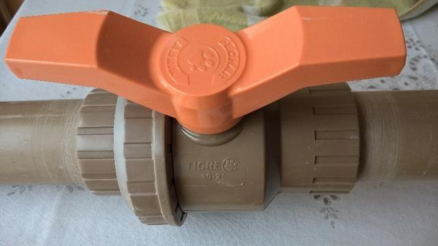 Caixa de água 2000 litros com tampa, flange e registro 60mm