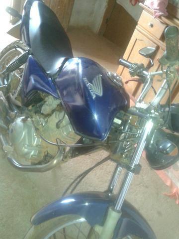 Vendo ou troco moto titã 2005 em uma bis