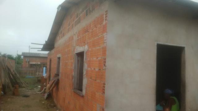 Casa localizada no loteamento praia do amapá