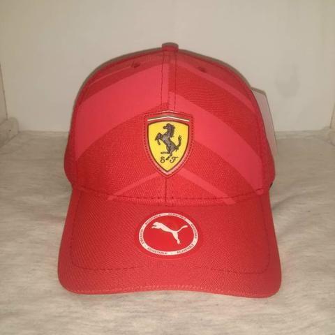 e98375030af Boné Ferrari vermelho - Bijouterias