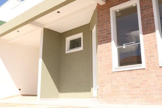 Casa com 2 dormitórios, porém com opção para 3 dorms, averbada e nova no Santa Candida
