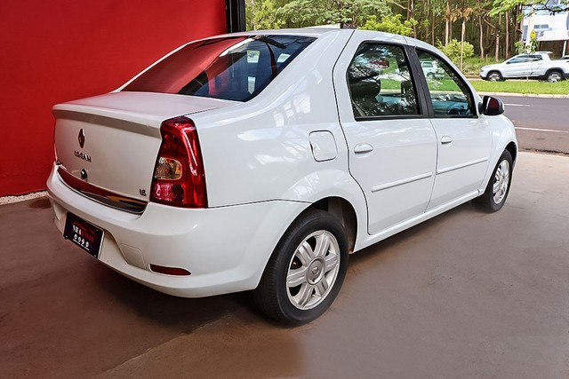 Renault Logan Expression 1.6 Branco - Foto 12