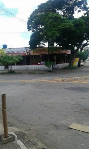 Vende-se ponto comercial e uma casa contra esquina em Goiânia