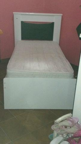 Vendo cama 350 reais colchão 250