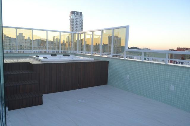 Apartamento 4 suítes, Cozinha com churrasqueira a carvão, com 4 vagas de garagem! - Foto 9