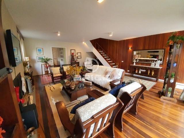 Casa com 4 quartos, sendo 2 suítes, no Alto.
