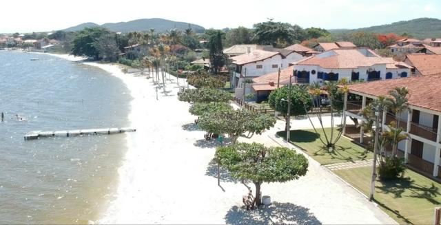 Casa Frente praia-Piscina Cond. fechado. Local Privilegiado - Praia Linda-4 qtos suites
