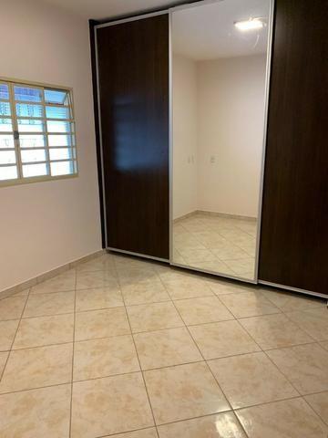 Casa Belissima otima Localização 2 qts, 4 garagem prox shoping Passeio das Aguas - Foto 4