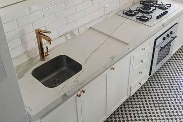Assentamento de pisos de porcelanato e bancadas - Foto 3