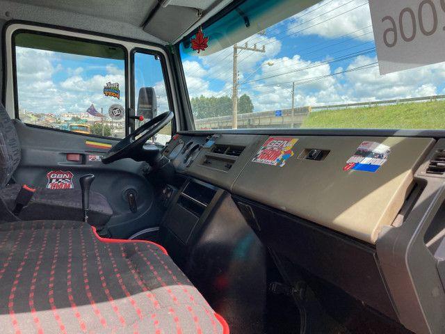 Caminhão Mb 710 baú  - Foto 4