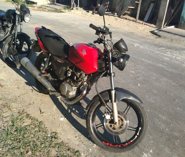 Titan 150 CG vermelha