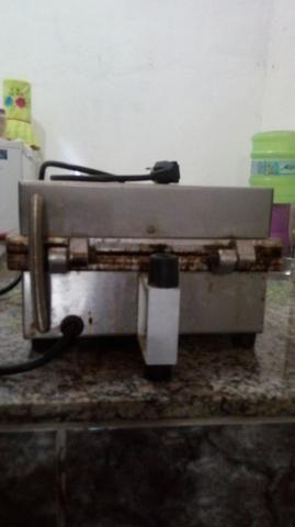 Máquina de crepe semi-nova muito conservada