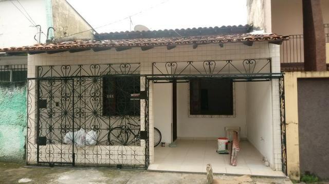 Casa térrea com 3/4 sendo 2 suítes e Garagem no Bairro do Marco.