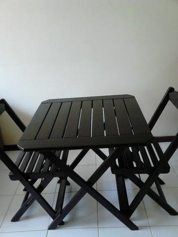 Mesa e 2 Cadeiras de Madeira Dobráveis