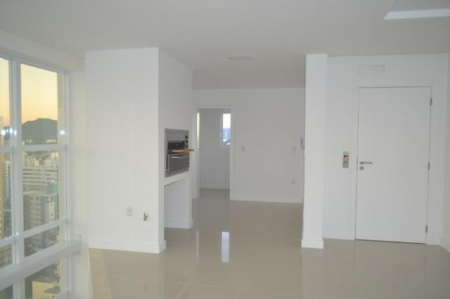 Apartamento 4 suítes, Cozinha com churrasqueira a carvão, com 4 vagas de garagem! - Foto 10
