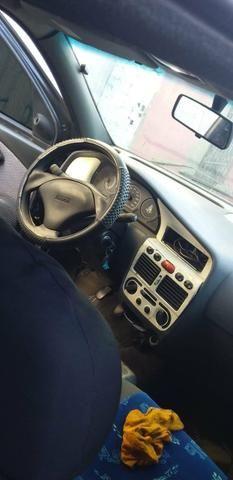 Vendo carro.palio 4 portas atrazado bom pra rodar no interior - Foto 2