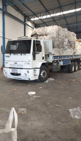 Vende Se  um caminhão  4532  - Foto 2