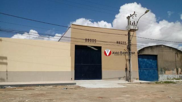 Aluga-se galpão novo 300m² na Cidade dos Funcionários, perto da BR 116
