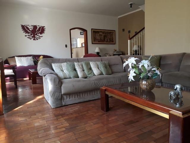 Linda casa sobrado centro com garagem Batatais - SP