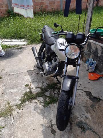 Vende-se uma moto Honda ano 2002