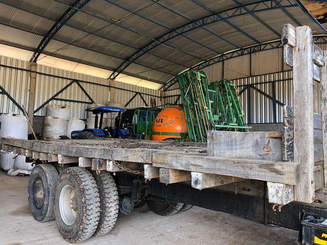 Vende Caroceria pra caregar máquina pesada - Foto 4