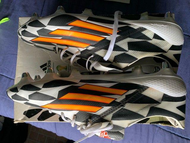 Chuteira adidas F50 adizero tamanho 44 - Foto 2