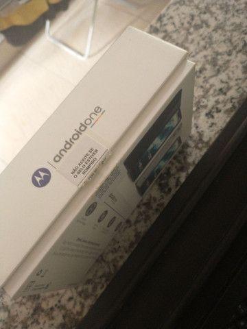 Caixa do Motorola one com todos os manuais - Foto 2