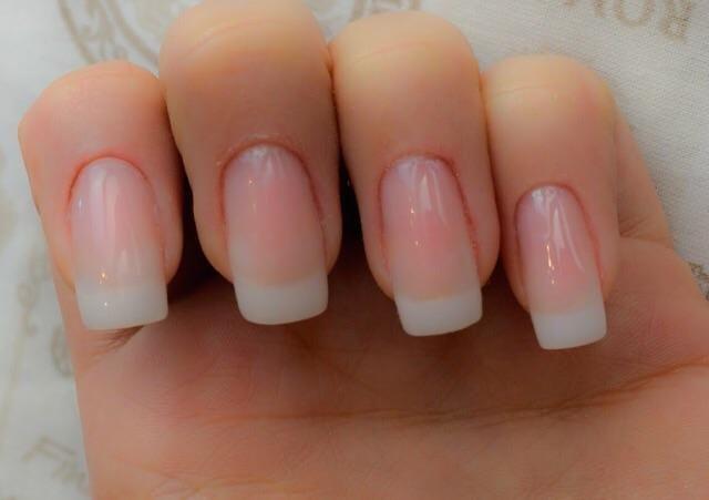 Precisa-se de manicure que faça alongamento de unha