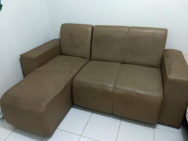 Sofá com chaise de couro