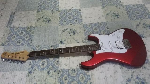 Guitarra Yamaha Pacifica 012 - 1 Mês de uso