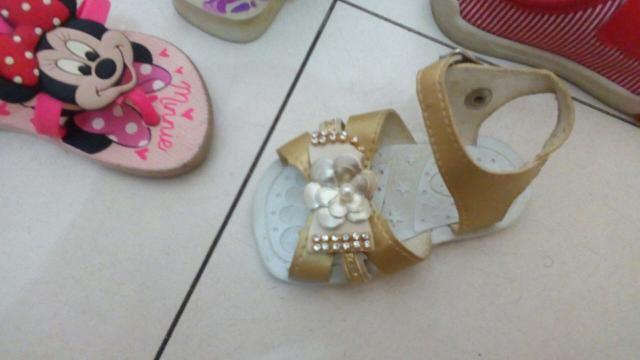 Sandália infantil linda