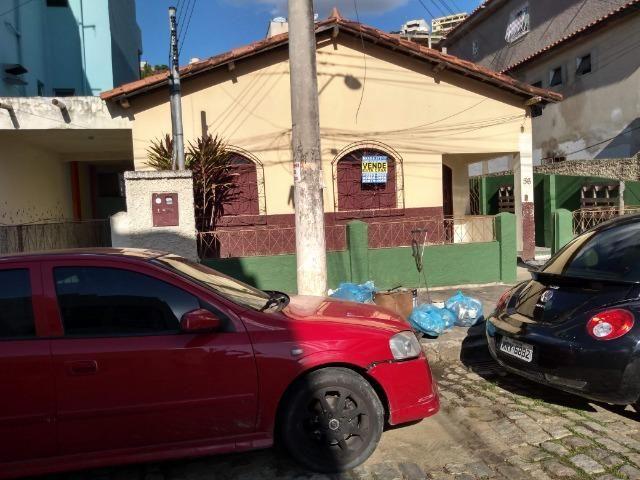 Casa com potencial para comercio, bairro Maria Ismênia