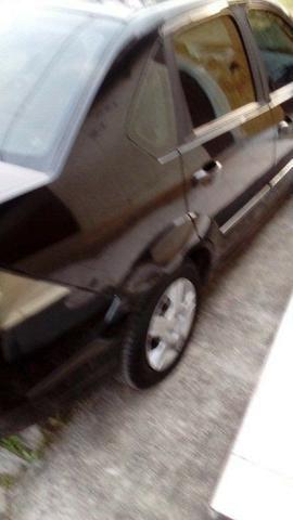 Ford Fiesta Class Sedan 1.6 8v 2° dono - Foto 18