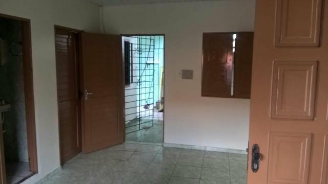 Alugo apartamento na Rua Hildemar Maia