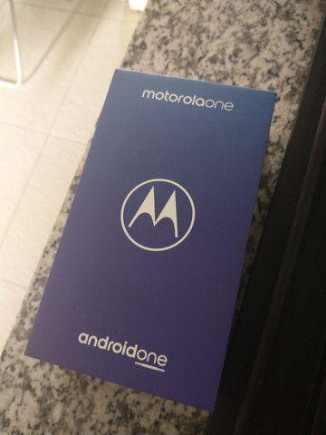 Caixa do Motorola one com todos os manuais