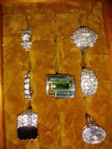 Vendo lindas bijouterias. peças raras