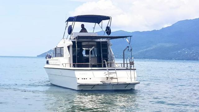 Lancha obra Capri 32 Fly - Barco de represa! Oportunidade única!! - Foto 2