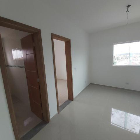 // sacada , vaga coberta , 02 Quartos, Novo, piso completo.  5min term. Fazendinha  - Foto 3