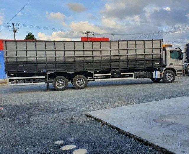 Caminhão Mb Atego 2426 2014 Carroceria boiadero - Foto 3