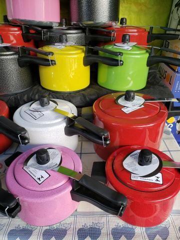 Panelas de pressão coloridas