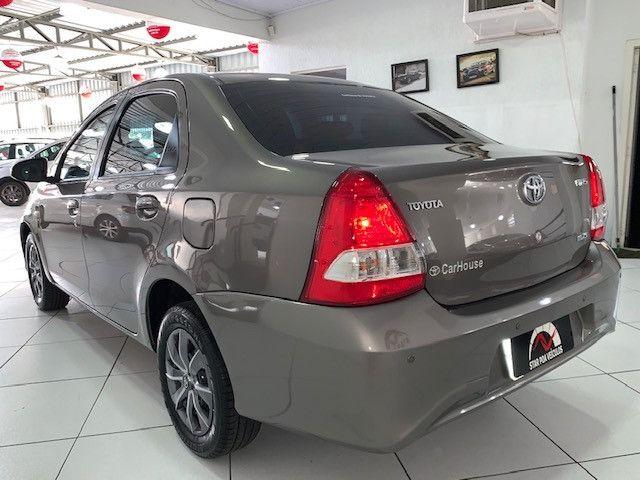 Etios XS Sedan 1.5 2018 - Foto 8