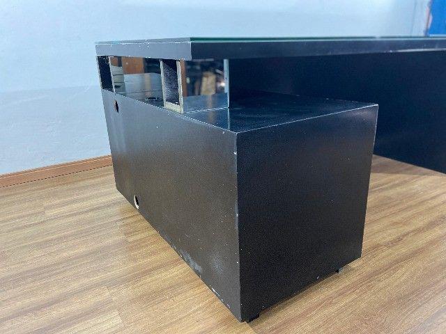 Mesa balcão em L para recepção tampo de vidro - Foto 5