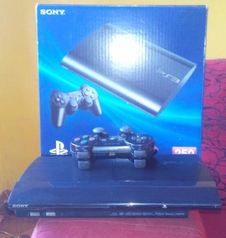 Ps3 slim semi novo R 500