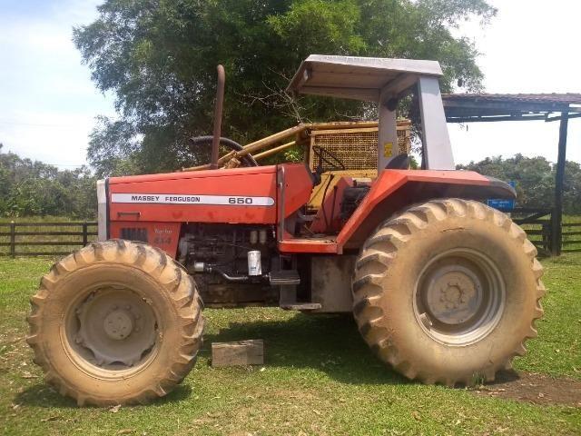 Trator Massey Ferguson 650 4x4 em Perfeito estado