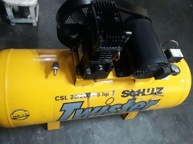 Compressor SCHULZ 20pés/200litros/140libras/Trifásico, OTIMO ESTADO,  - Foto 2