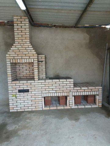 Churrasqueira, forno e fogão a lenha construídos no tijolinho maciço aparente. - Foto 3
