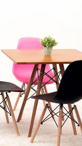 Mesa estilo eiffell tampo madeira  maciço + 4 cadeiras  - Foto 2