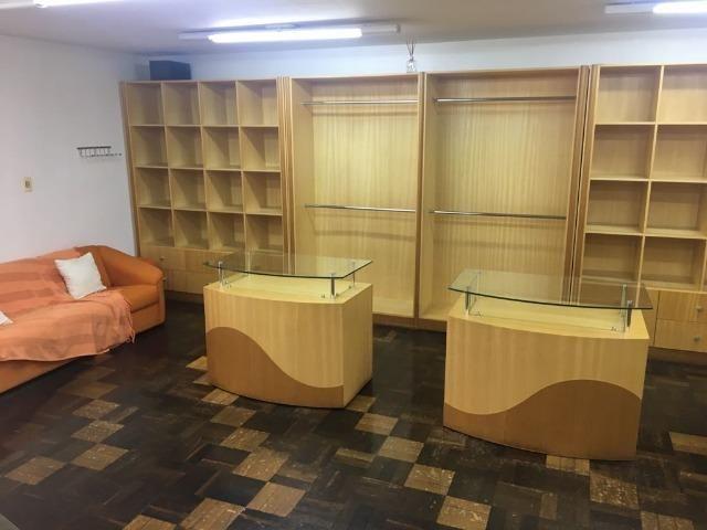 Móveis de marcenaria para loja de confecções em marfim - Foto 2