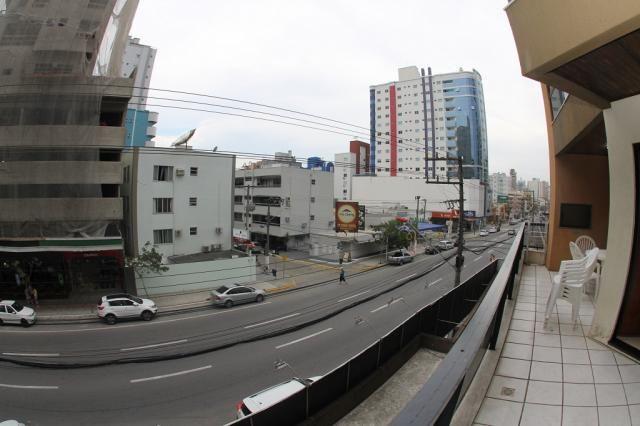 856 - Frente Avenida, 03 dorm (01 ste) + 04 ar + acomoda 10 pessoas + wi-fi